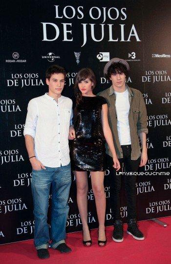 _ Events 27/10 ' Javier Calvo ( Fred )  Lucía Ramos et  Alex Martínez (des acteurs de la saison 5 )  à la première de 'Los Ojos de Julia' à Madrid. _