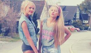 """""""Un véritable ami est une personne qui sait voir ta douleur même si tu la caches à tout le monde"""""""
