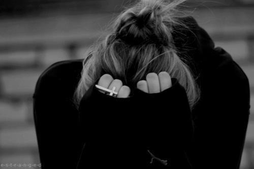 Mon coeur ne fait plus qu'un avec le chagrin, je m'enferme dans ma solitude en attendant la fin.