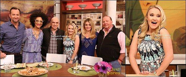 25 mars 2015 : Emily était présente dans l'émission culinaire américaine The Chew à New York ●● J'adore sa robe, elle est tellement joliiie ! Emily avait l'air de passer un bon moment, elle était très souriante et ravissante