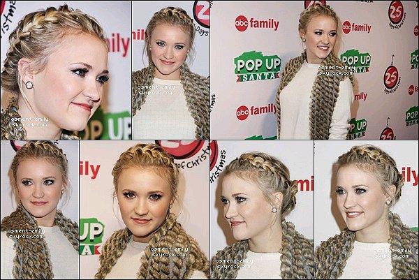"""7 décembre 2014 : Emily était présente à l'ABC's """"25 Days Of Christmas"""" Celebration à New York ●● Emily était vraiment ravissante à cet event ! J'adore sa couronne tressé et son gilet en fourrure, une tenue au Top !"""