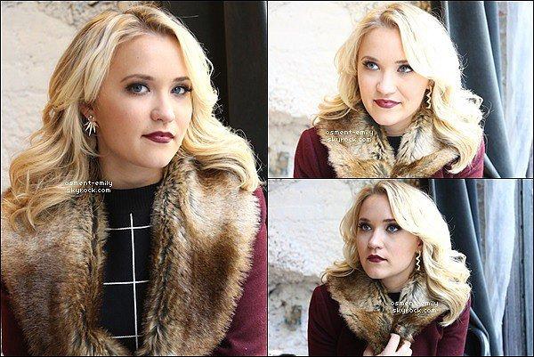 Nouvelles photos de la belle Emily Osment datant de mars denier. La jolie américaine c'est fait récemmentinterviewé par le site TNP. →Vous pouvez lire cette interview en version original en cliquant sur le lien