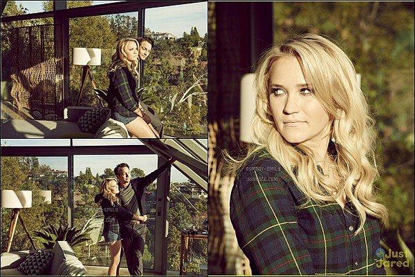 Découvrez de nouvelles photos promotionnelles d'Emily et t Jonathan Sadowski pour Young and Hungry ●● Ce photoshoot est assez simple mais plutôt joli, j'aime beaucoup la vue derrière la fenêtre, Emily était jolie les cheveux ondulés.