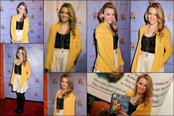 24 Octobre 2009 : Emily était à présente un évènement de la Elizabeth Glaser Pediatric Aids Foundation Kids ●● Elle était adorable, j'aime bien sa petite jupe et son gilet jaune, simple et jolie, comme à son habitude :) qu'en pensez-vous ?