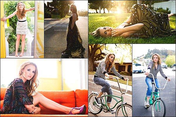 En 2009, Emily a réalisé un photoshoot pour son tout premier album All the right wrongs ●●Emily était toute jolie et très naturelle sur ces photos, j'aime beaucoup les différentes tenues qu'elle porte pour ce photoshoot.