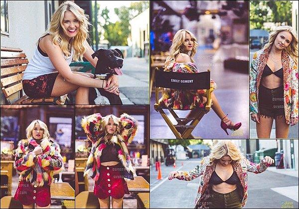Juin 2016, la jolie Emily fait la couverture de NKD Mag.Quel magnifique photoshoot ! ●● J'adore les tenues de la belle blonde et ses cheveux sont super également *__* Em' est vraiment CANOOON sur ces clichés ! ♥
