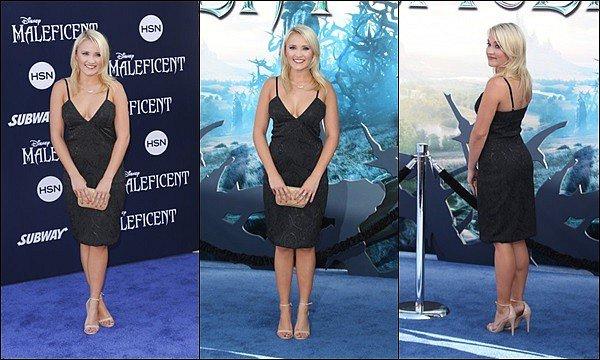 28 Mai 2014 : Emily était à la première mondiale du film Maléfique à Los Angeles ●● Emily était superbe *__* j'aime bien sa petite robe noire ainsi que son maquillage et sa coiffure, vos avis ?