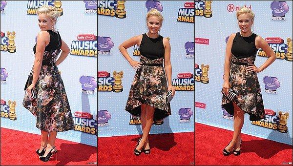 26 avril 2014 : Emily était sur le tapis rouge des Radio Disney Music Awards ●● Emily était toute jolie, j'aime bien sa mise en beauté ainsi que sa robe, qu'en pensez-vous ? :)