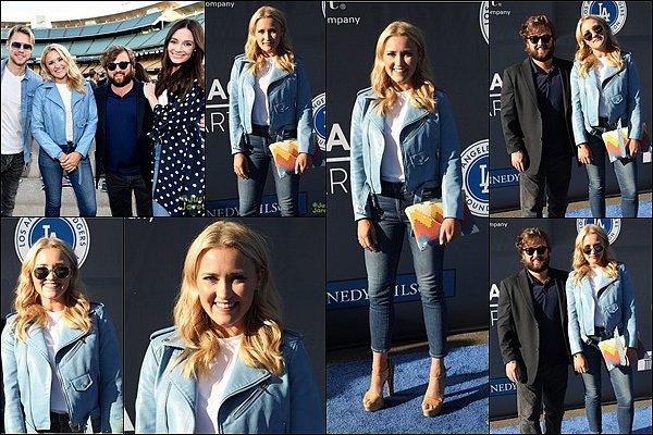 11 Juin 2018 : Emily était présente au Dodgers Foundation Blue Diamond Gala 2018 à Los Angeles ●● Em' était rayonnante, j'aime beaucoup sa tenue. Ca fait plaisir de la voir aussi souriante en compagnie de son frère et Mallory :)