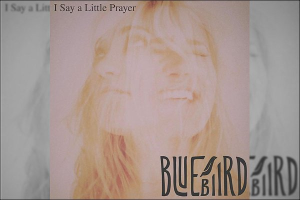 I SAY A LITTLE PRAYER est le nouveau single d'Emily, il sortira le 2 octobre prochain