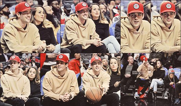 21.01.18 Grant a été photographié au jeu ''Clippers games'' de Los Angeles !  ! Grant était en charmante compagnie puisque sa fiancée Andrea Thomas était aussi présente .