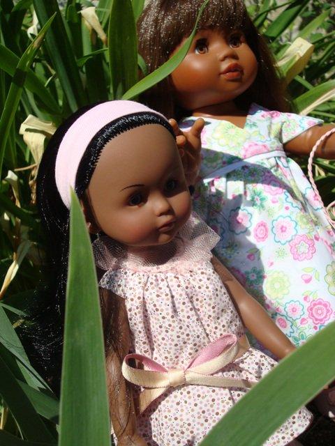 Alicia et Ludine dans le jardin   (4ème)