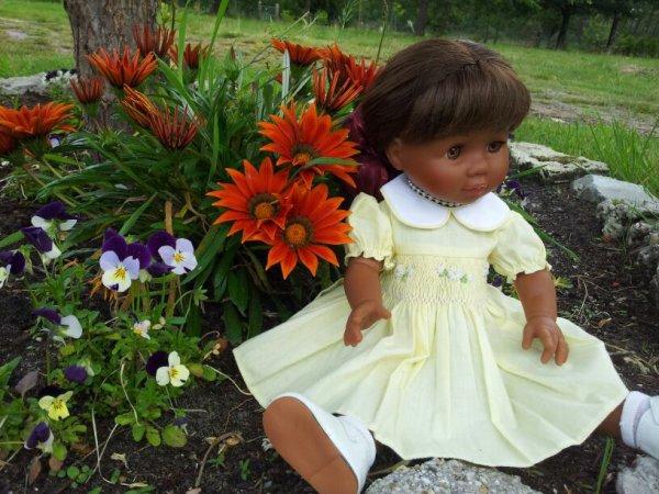 Paola fait une rencontre dans le jardin ...