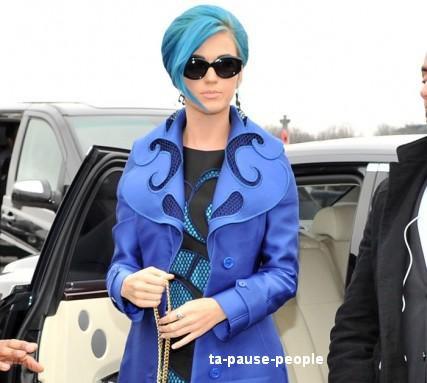 katy perry : elle ne passe pas inaêrcue avec sa nouvelle couleur de cheveux ....