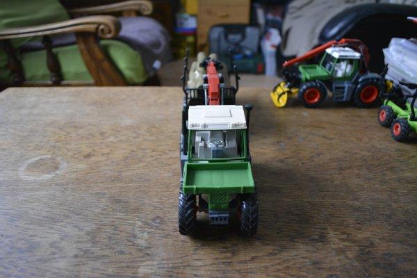 Fendt Xylon 524 avec remorque de transport de grumes