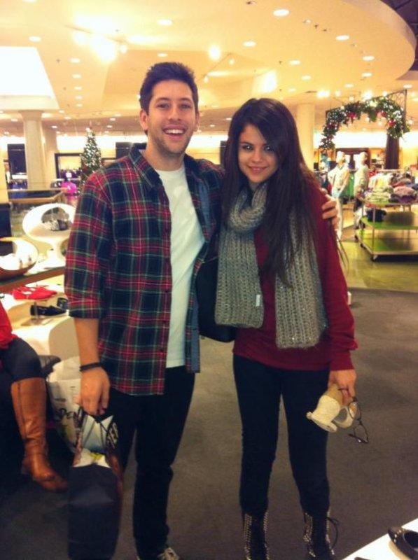selena avec sa cousine + un fan a universal studio le 27 decembre