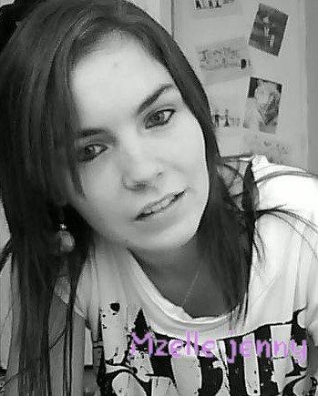 Mzelle jenny ' ne change pas & ne veut pas devenir quelqu'un d'autre, elle grandie c'est tout.. ♥
