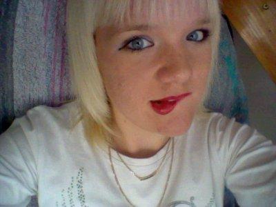 Noémie . 17 ans . Lycéenne .  What  else ?