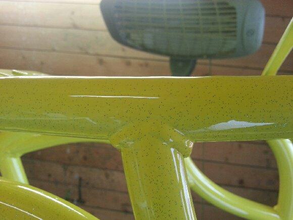 Cadre du bicylindre fini d'etre peint