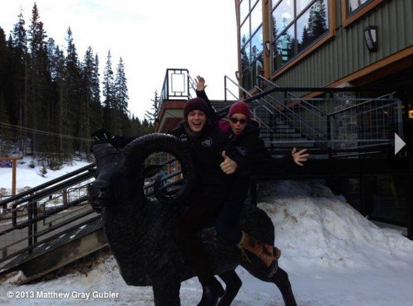 Matthew Gray Gubler et Aj Cook à Banff