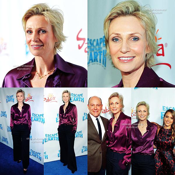 * 01/02/2013- Jane Lynch a assisté à la première du film d'animation Escape From Planet Earth à Los Angeles.