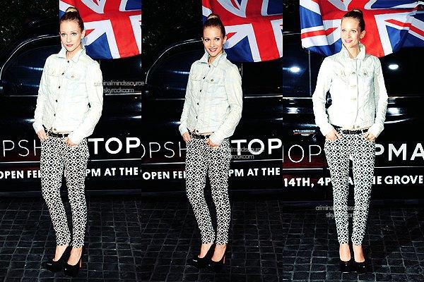 * 13/02/2013-  AJ Cook arrive à la fête d'ouverture du Topshop Topman à LA  *