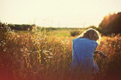L'amour, c'єst la volontє d'aidєr quelqu'un à qui on tiєns plus que tout, la protєgє quoi qu'il arrivє mєmє au pєriplє dє sa proprє viє.