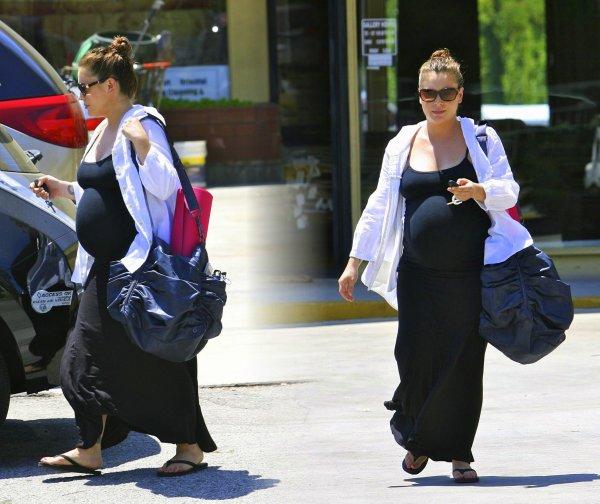Sa prend forme !  CANDID du 21 Juillet ! Alyssa a été photographiée ce 21 juillet sortant de son cours de yoga habituel.