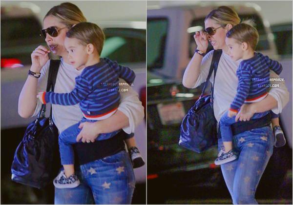 - 14 JANVIER 2015 | Sarah a été aperçue avec son fils Rocky à Brentwood dans un quartier de LA J'aime bien la tenue de Sarah. Rocky est trop chou  -