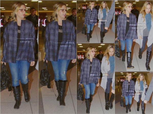 - 12 JANVIER 2015 | Sarah a été aperçue avec son agent quittant l'aéroport de Los Angeles Sarah revenait d'une journée à San Francisco d'après son compte Twitter  -