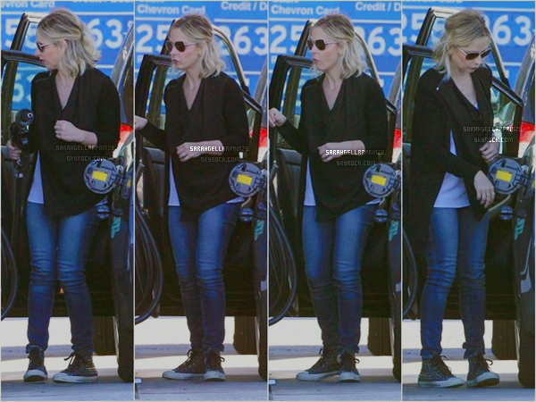 - 27 JANVIER 2015 | Sarah a été repérée faisant le plein de sa voiture dans une station d'essence à LA J'aime bien la tenue simple de Sarah. Rocky est trop chou  -