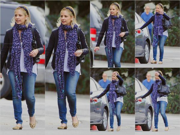 - 30 JANVIER 2015 | Sarah a été repérée avec des amies puis avec sa fille Charlotte à Brentwood à LA Sarah porte une tenue simple mais jolie. J'aime bien aussi la tenue de Charlotte  -