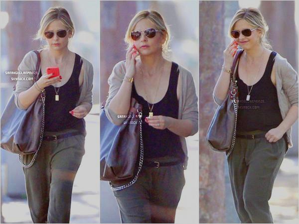 - 10 FEVRIER 2015 | Sarah a été photographiée se promenant  à Brentwood dans un quartier de LA -