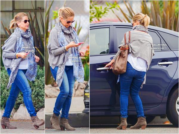 - 19 FEVRIER 2015 | Sarah est allée chercher sa fille Charlotte à l'école dans Los Angeles -
