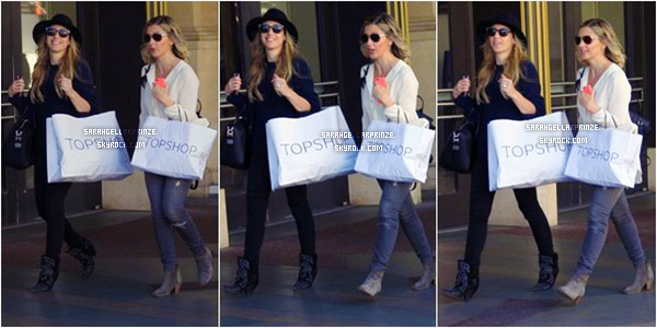 - 04 MARS 2015 | Sarah et une amie sont allées au centre commercial The Grove dans Los Angeles -