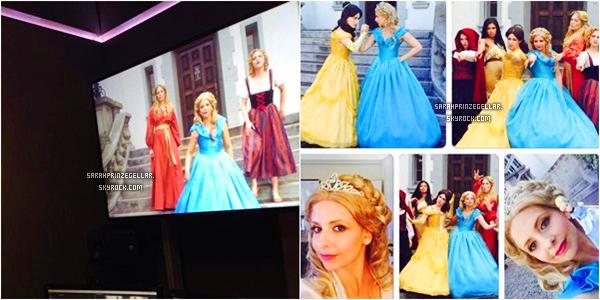 - Découvrez de nouvelles photos de Sarah sur le set de Princess Rap Battle Parody  On peut aussi remarqué que Sarah a emmené sa fille, Charlotte sur le tournage.  -