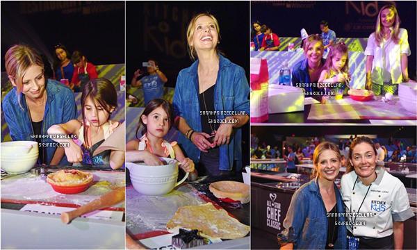 - 14 MARS 2015 | Sarah et sa fille se sont rendues à l'événement All-Star Chef Classic at LA Live à LA L'événement consistait à réunir environ 200 enfants et leurs parents pour apprendre la cuisine avec un cours de cuisine grandeur nature donné par le chef renommé Waylynn Lucas  -