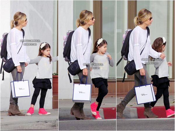 - 19 MARS 2015 | Sarah a été aperçue allant chercher Charlotte à l'école dans Santa Monica -