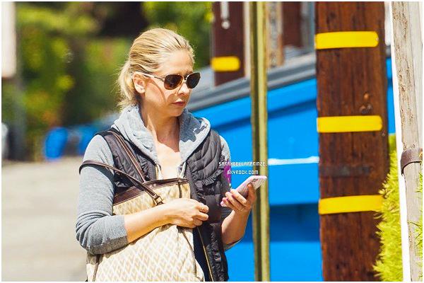 - 10/04/2015 : Sarah a été photographiée quittant son cours de gym qui se situait dans Los Angeles. -