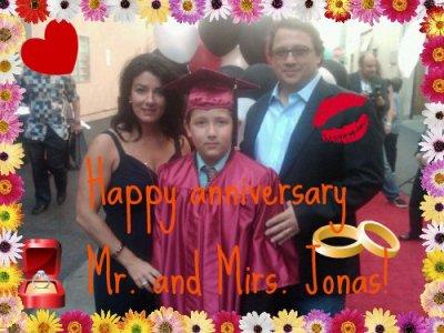 Happy 26th anniversary Kevin Sr. and Denise Jonas!