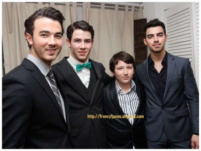 H2$- Frankie posing with his bros