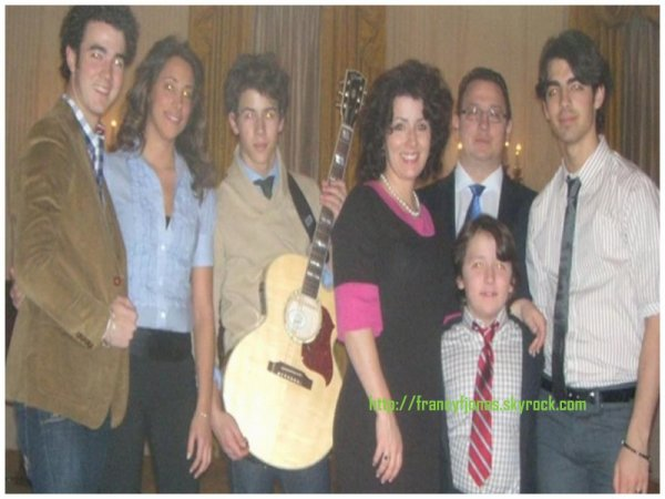 RARE pictures of Frankie Jonas with his family