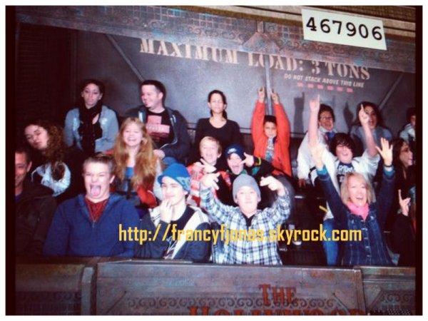 Twitter-  Frankie Jonas with some friends to Disneyland
