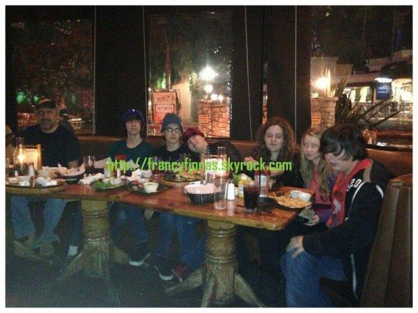 Twitter- Frankie Jonas had fun with friends