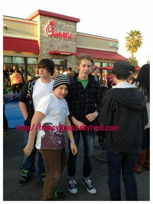 Twitter-  Frankie Jonas and friends to Chick-fil-A Northridge