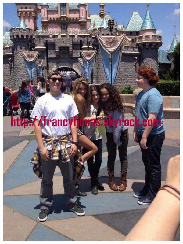 Twitter- Frankie Jonas at Disneyland with friends