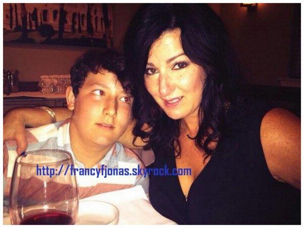Twitter- Frankie Jonas celebrated his mom's birthday