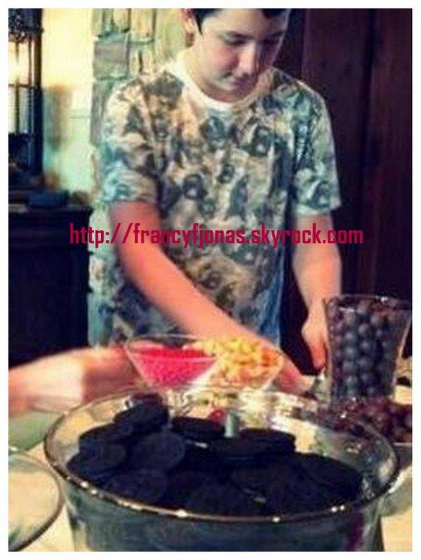 Twitter- Frankie Jonas's Thanksgiving 2013