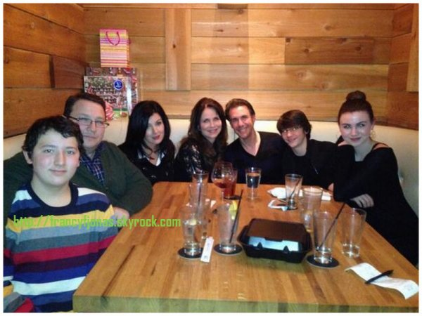 Twitter- Frankie Jonas Christmas dinner with family and friends