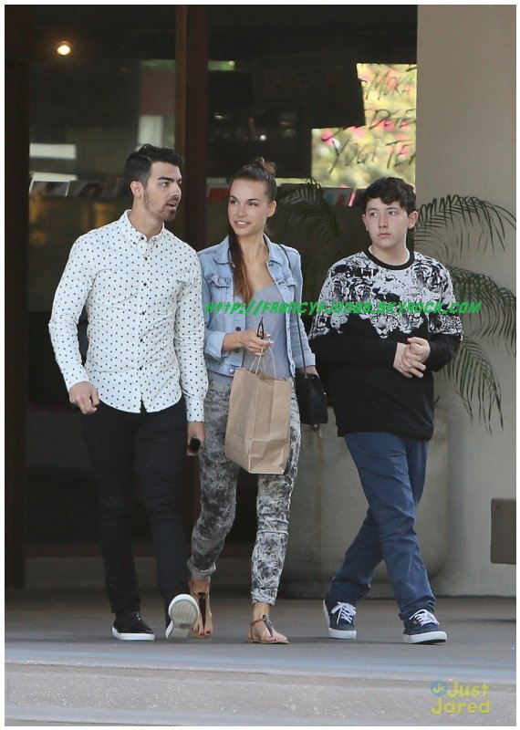 Frankie Jonas out with Joe and Blanda for breakfast- March 19, 2014